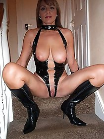 Voluptuous mature female in a xxx gallery